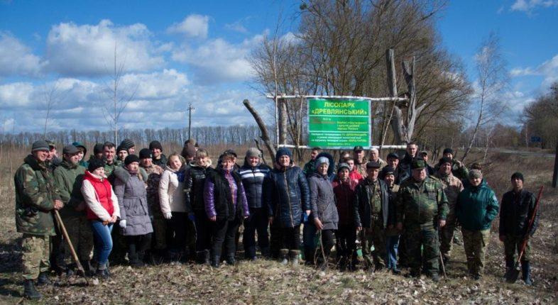 """Всеукраїнська акція """"Посади Дерево Миру"""" пройшла в природному заповіднику  «Древлянський»."""